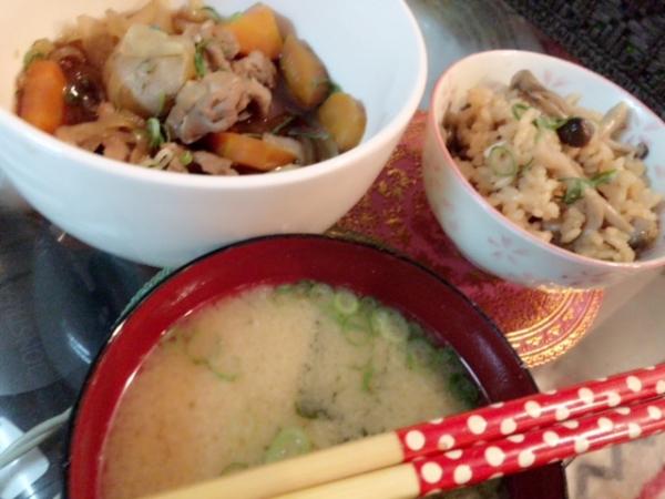 みきです♡和食っていい〜♡肉じゃが☆キノコの炊き込みごはん味噌汁...写真