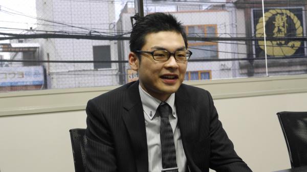 川村(26) 勤続年数:2ヶ月 役職:一般社員
