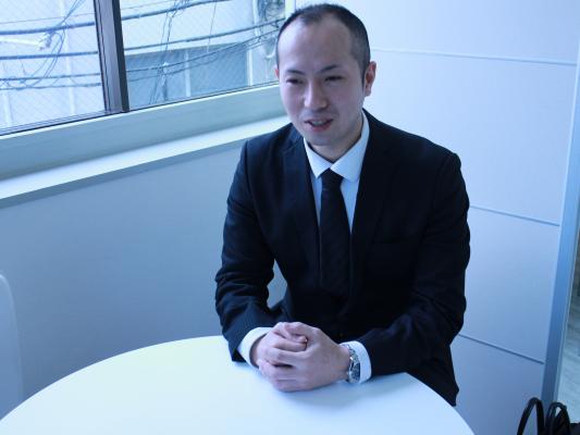 尾本(34) 勤続年数:4ヶ月 役職:一般社員