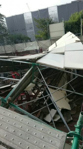 この足場倒壊した時修繕大変やったなー06-6305-5250    写真
