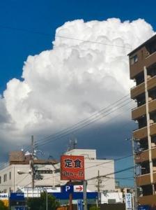 モクモクニョキニョキ -壮大な入道雲-